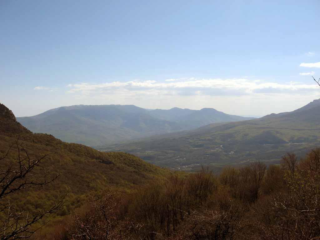 Вид на Роман-Кош с плато Демирджи