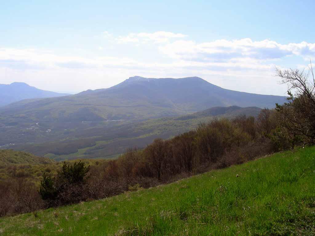 Вид на Чатыр-Даг с плато Демирджи