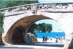 старинная арка начала XX века