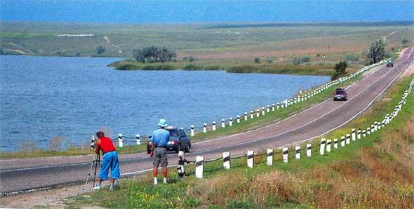 Дорога на Черноморское через озеро Донузлав