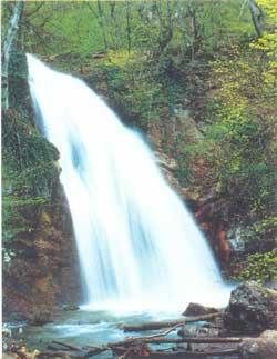 самый мощный водопад Крыма — Джур-Джур